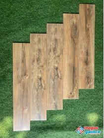 Gạch giả gỗ 15x80 ốp tường phòng khách